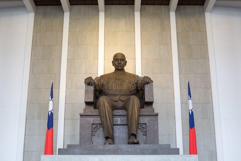 Statyn av Sun Yat-sen emplaced i Memorial Hall i Taipei, T royaltyfri foto