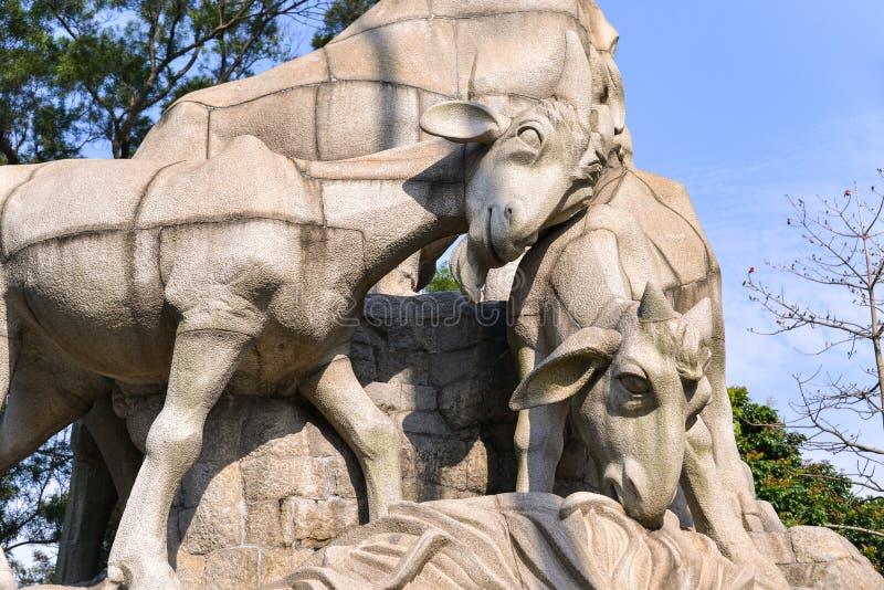 Statyn för fem RAM i Yuexiu parkerar symbolet av Guangzhou, Kina royaltyfri fotografi