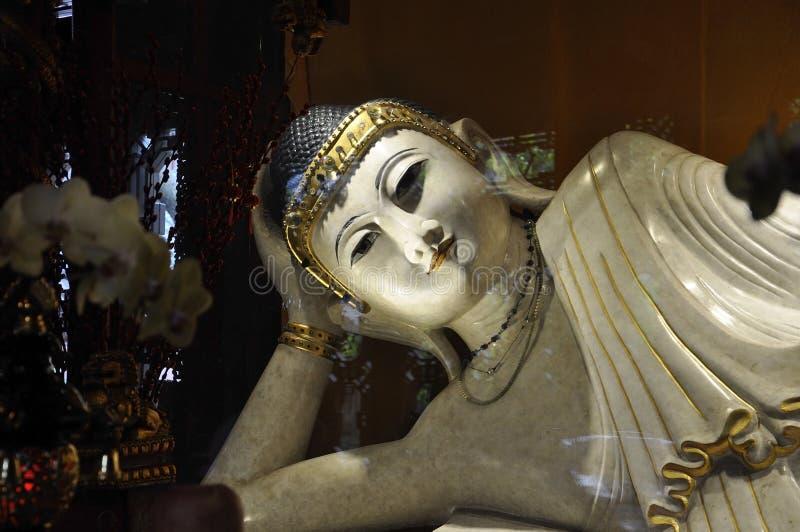 Statyn för jade för vilaBuddha den vita från den Jade Buddha Temple inre i Shanghai arkivbilder