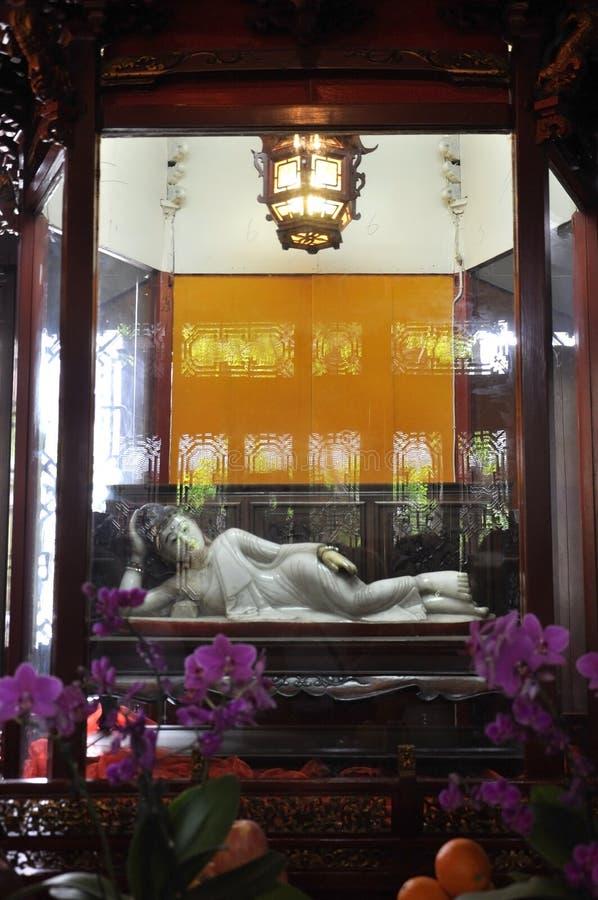 Statyn för jade för vilaBuddha den vita från den Jade Buddha Temple inre i Shanghai royaltyfri bild