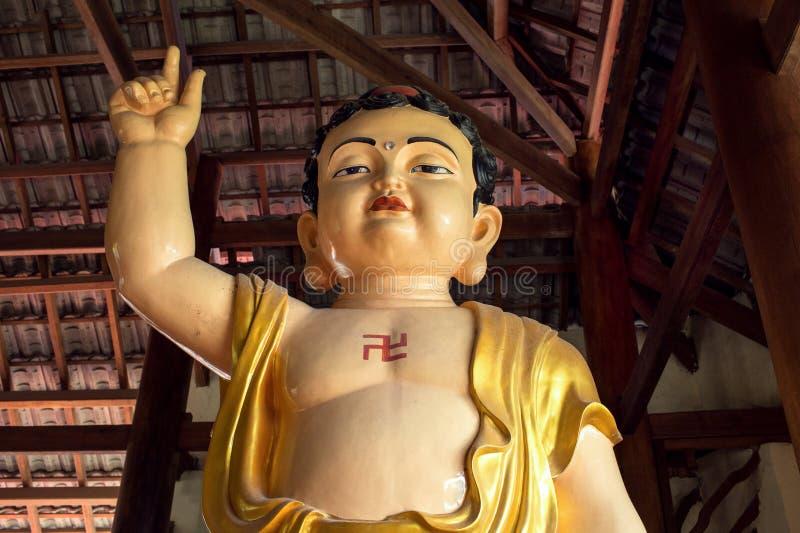 Statyn i Thien vien Van Hanh i den Dalat staden i Vietnam arkivfoton