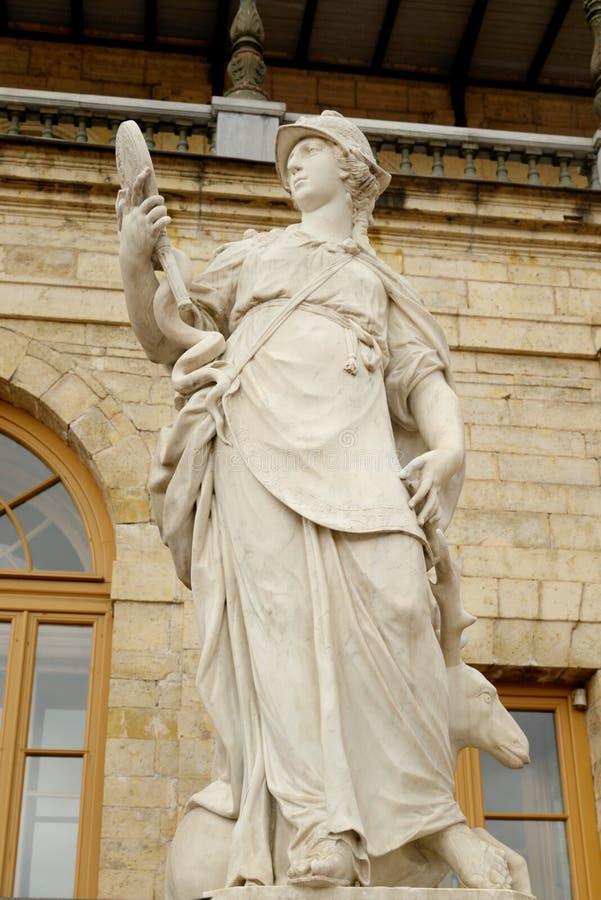 Statyvishet nära den stora Gatchina slotten royaltyfria foton