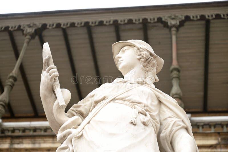 Statyvishet nära den stora Gatchina slotten arkivbilder