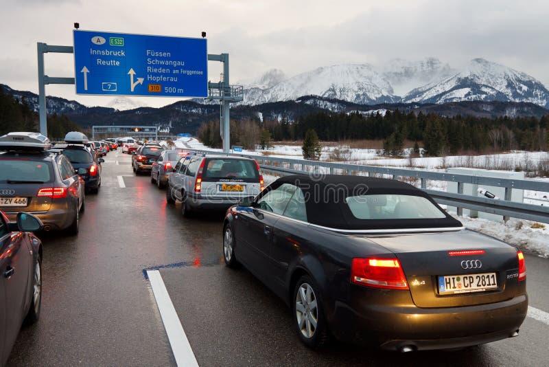 Stau auf dem Autobahn A7 in Deutschland stockfotografie