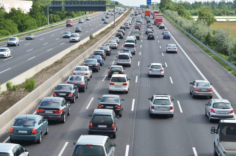 Stau auf deutscher Autobahn lizenzfreie stockfotos
