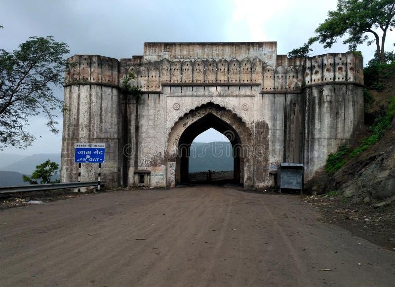 Stau Darwaza-Tor nahe MHOW, Indore lizenzfreie stockfotos
