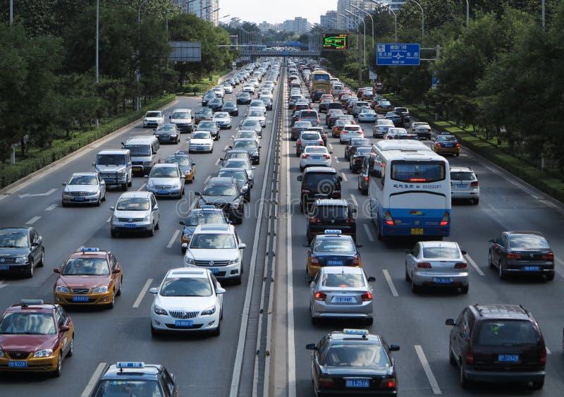 Stau und Autos starken Verkehrs Pekings lizenzfreie stockfotos