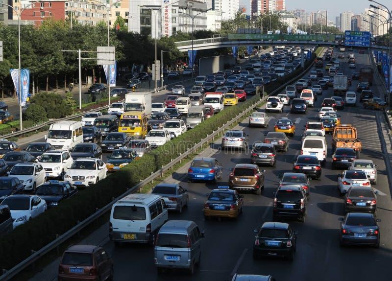 Stau und Autos starken Verkehrs Pekings stockbild