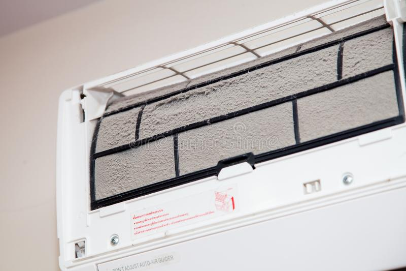 Staub auf schmutzigem Klimaanlagenfilter lizenzfreie stockfotos
