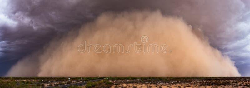 Staubsturmpanorama in der Arizona-Wüste stockfoto