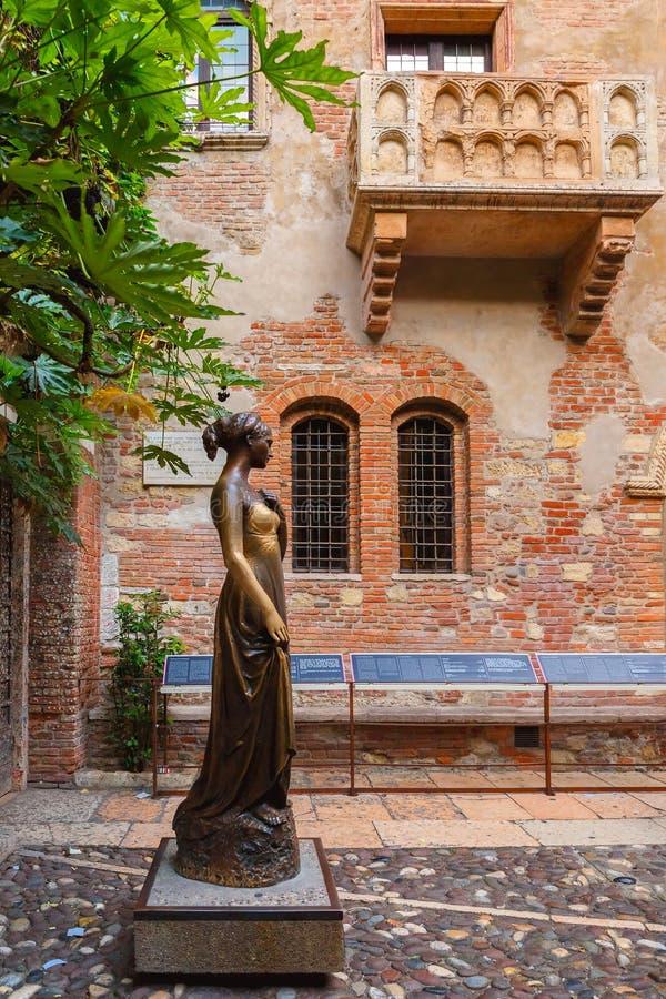 Staue de Juliet em Verona, Itália fotografia de stock