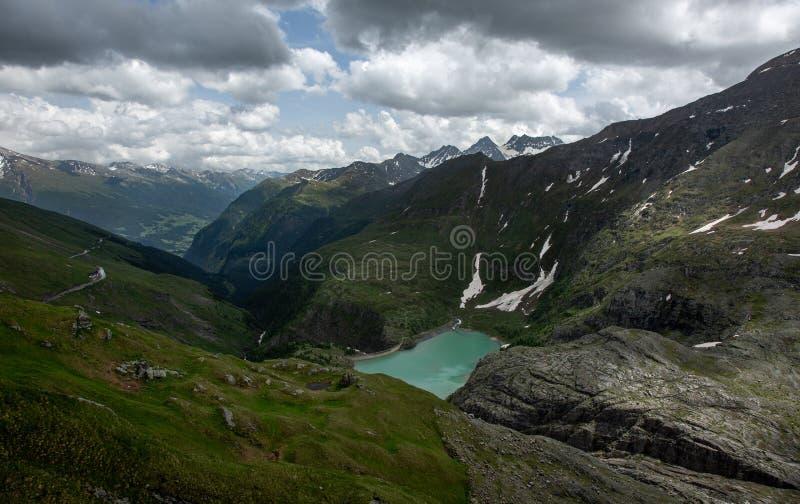 Stausee Margaritze na wysokiej wysokogórskiej drodze fotografia royalty free