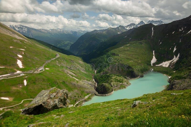 Stausee Margaritze na wysokiej wysokogórskiej drodze obrazy stock