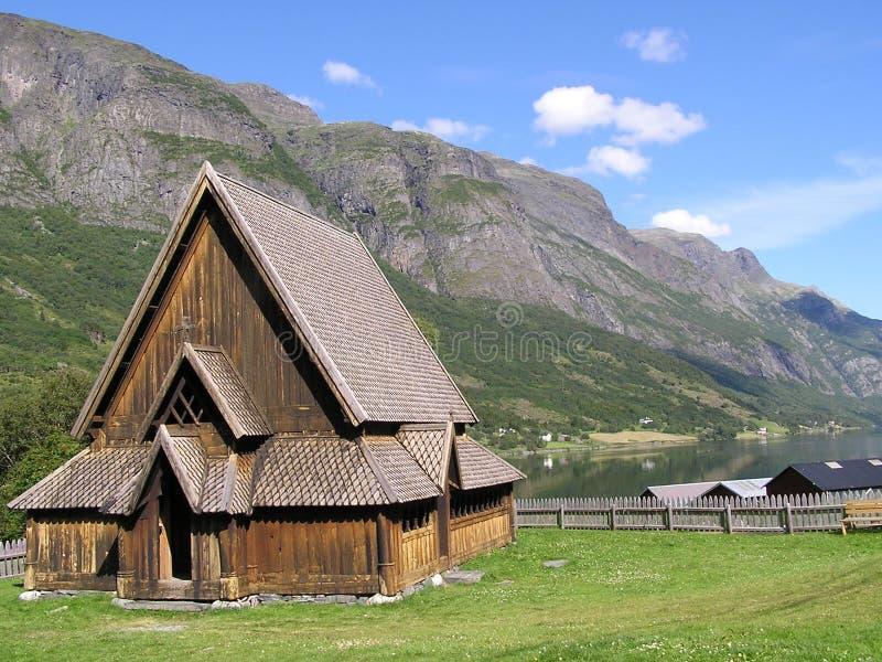 Stavkirke muy viejo en Noruega foto de archivo