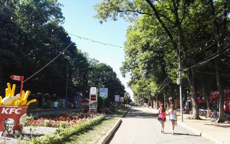 Stavropol Rosja, Sierpień, -, 2017 Central Park droga obrazy stock