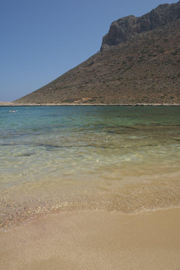 Stavros plaża na Crete wyspie, Grecja Sławna plaża z kryształem - jasny wody i menchii piasek obraz royalty free