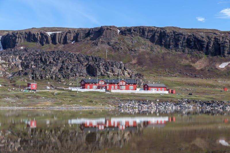 Stazione artica in Qeqertarsuaq, Groenlandia fotografie stock libere da diritti