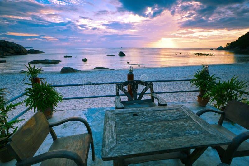 Stazione balneare tranquilla, bella ipomea su Koh Samui fotografie stock libere da diritti