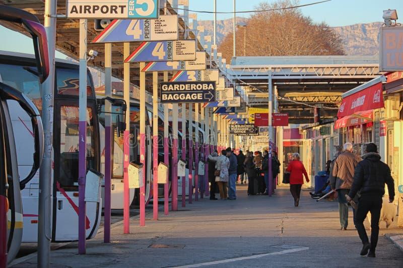 Stazione degli autobus occupata nella spaccatura, Croazia fotografia stock
