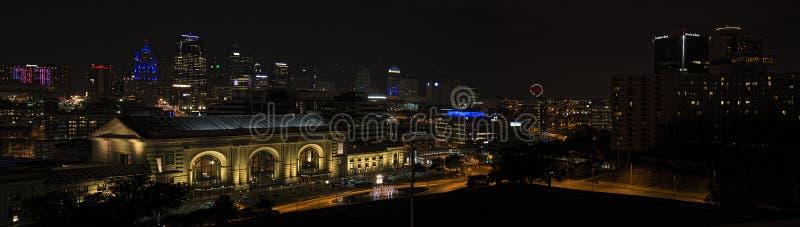 Stazione del sindacato, Kansas City, costruzioni, notte immagine stock libera da diritti