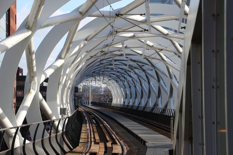 Stazione del tram di Beatrixkwartier anche conosciuta come il Netkous per il randstadrail del htm in Den Haag i Paesi Bassi fotografia stock