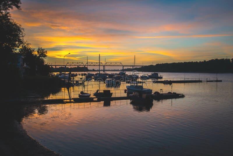Stazione della barca all'alba fotografia stock libera da diritti