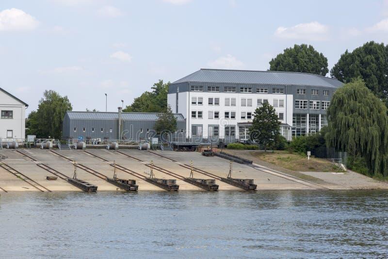 Stazione della barca sulle banche del fiume di Mosella a Coblenza immagini stock libere da diritti