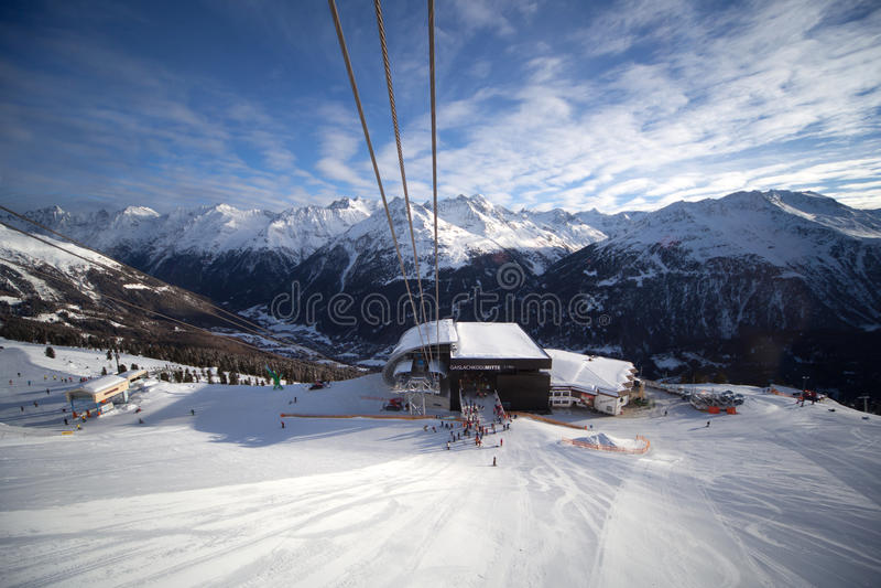 Stazione Della Cabina Telefonica In Alpi Fotografia Stock