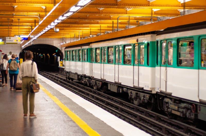 Stazione della metropolitana a Parigi fotografia stock