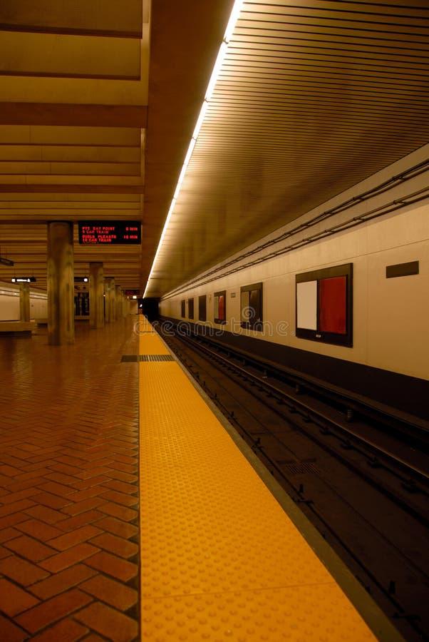 Stazione di Bart alla mezzanotte immagini stock
