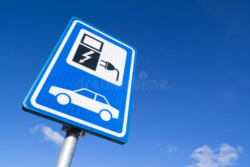 Stazione di carico del veicolo elettrico fotografia stock libera da diritti