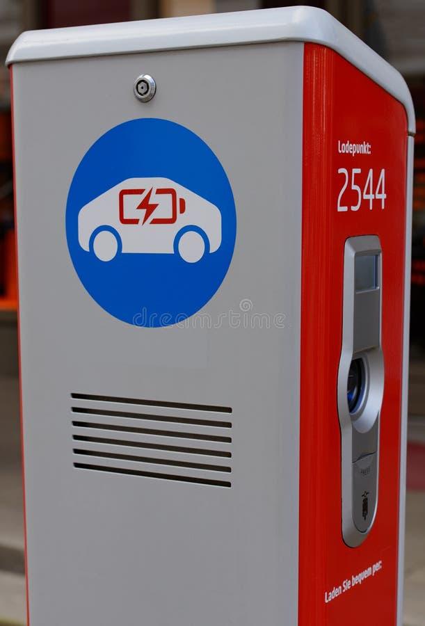 Stazione di carico per i veicoli elettrici in una vista dettagliata fotografie stock libere da diritti