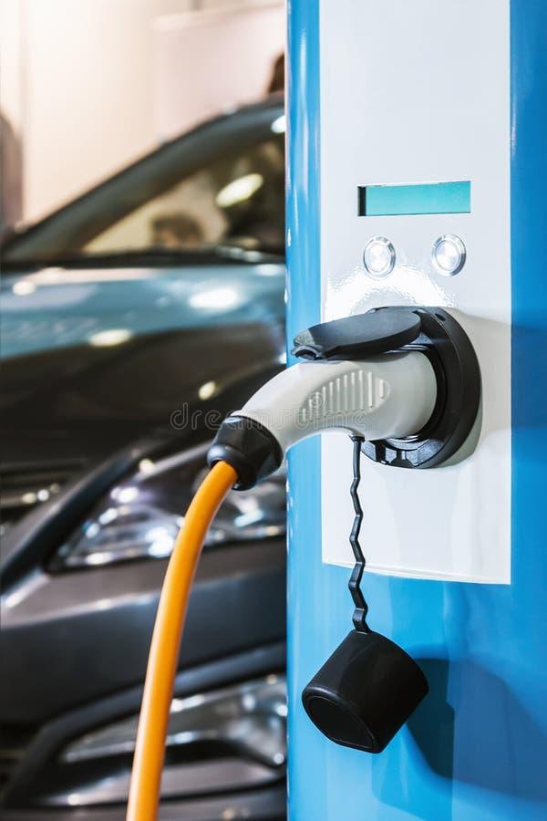 Stazione di carico per le automobili elettriche fotografia stock libera da diritti