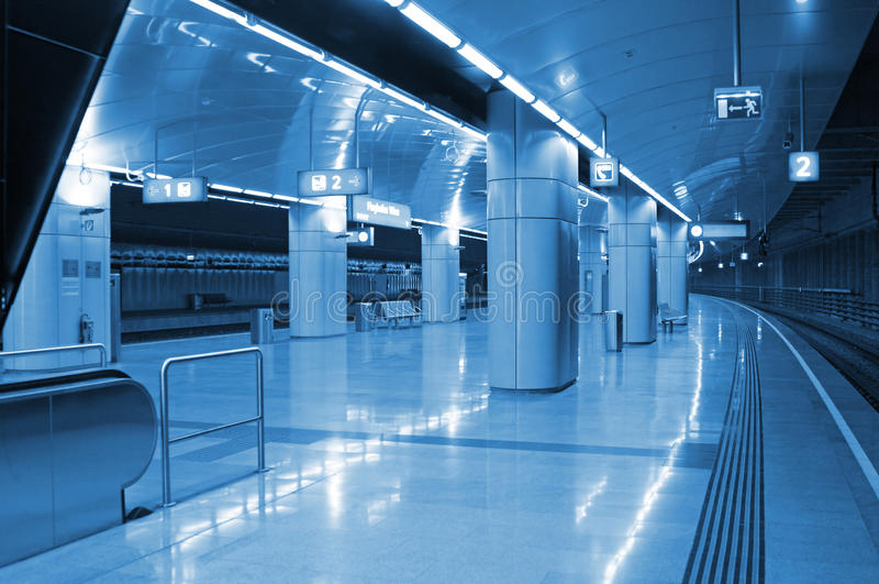 Stazione di metropolitana moderna fotografia stock libera da diritti