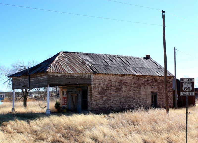 Stazione di servizio abbandonata sull'itinerario 66 fotografia stock