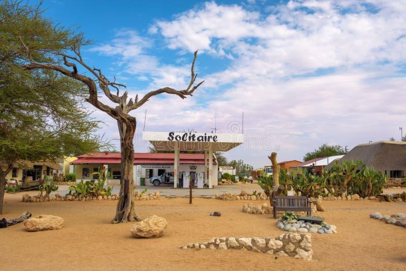 Stazione di servizio del solitario vicino al parco nazionale di Namib-Naukluft in Namibia fotografia stock