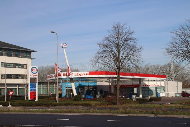 Stazione di servizio di Esso lungo la strada in Zwijndrecht i Paesi Bassi fotografia stock