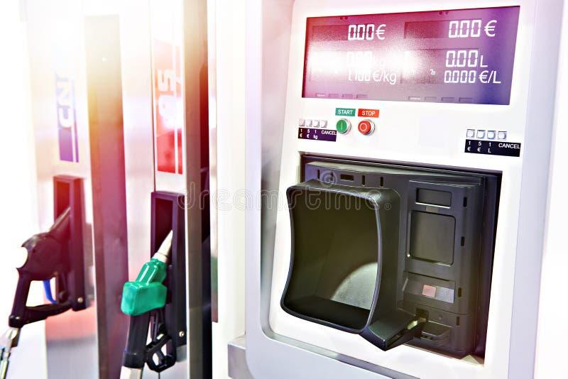 Stazione di servizio moderna di pagamento per le automobili fotografia stock libera da diritti