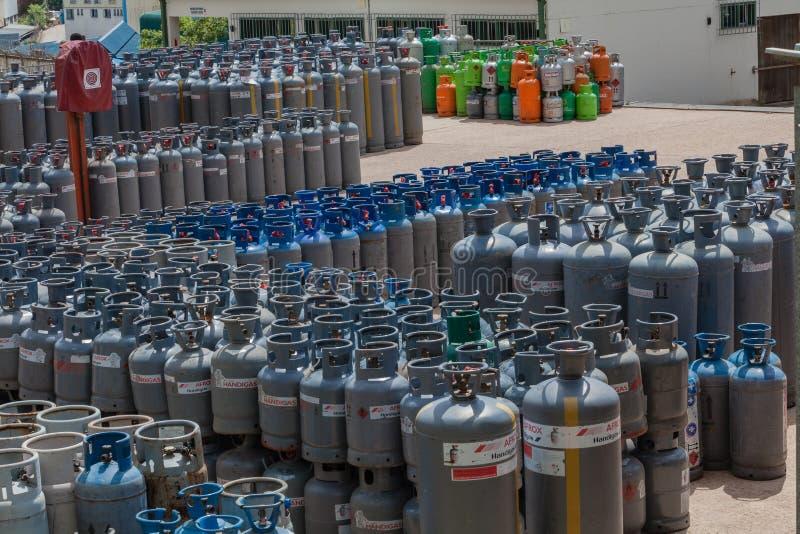Iarda delle bottiglie di gas del petrolio liquido fotografia stock libera da diritti