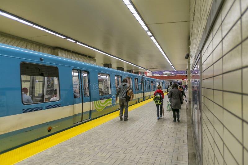 Stazione di Sherbrooke del sottopassaggio di Montreal fotografie stock