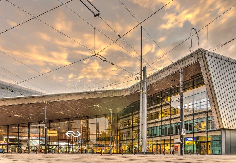 Stazione ferroviaria centrale di Rotterdam, facciata orientale fotografie stock libere da diritti