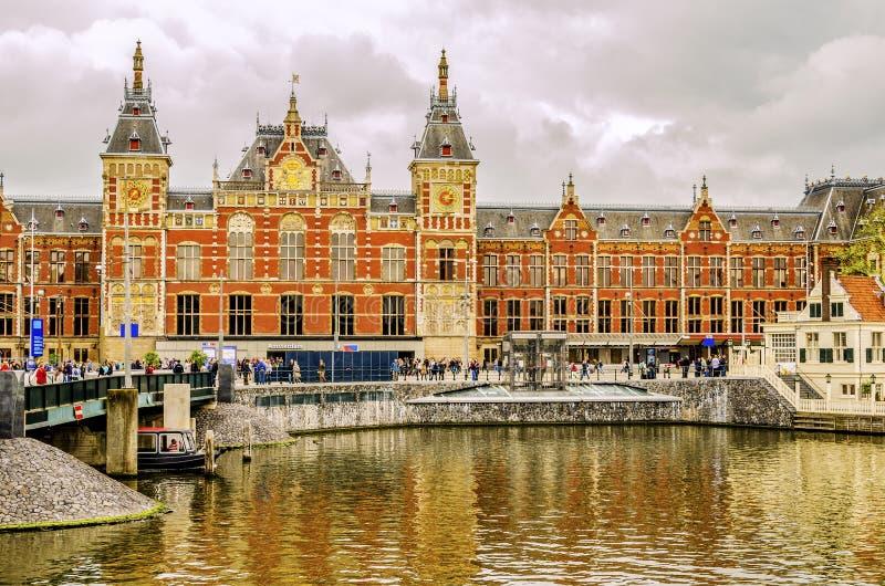 Stazione ferroviaria centrale nella città di Amsterdam Europa Paesi Bassi Olanda fotografia stock libera da diritti