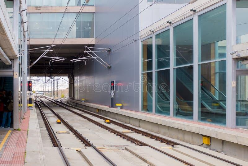 Stazione ferroviaria del binario del treno ad alta velocità in Spagna fotografia stock libera da diritti