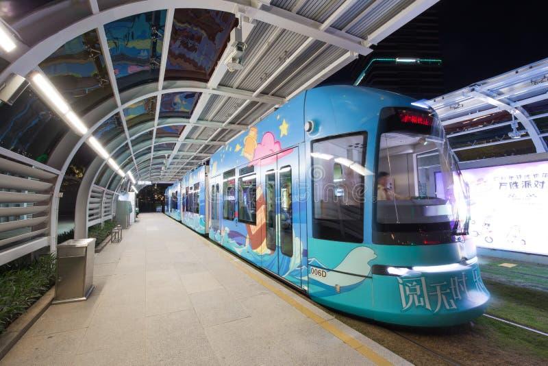 Stazione ferroviaria della metropolitana della città nella porcellana di Guangzhou, limite per la torre di cantone fotografie stock