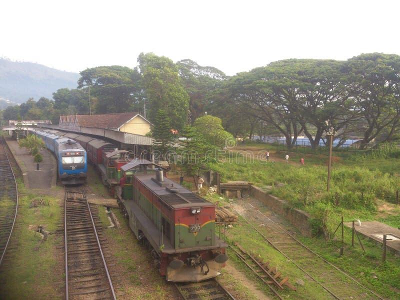 Stazione ferroviaria della Sri Lanka Badulla e treno di Badulla Colombo immagine stock