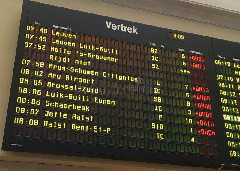 Stazione ferroviaria di Bruxelles Nord, bordo di informazioni dei treni immagini stock