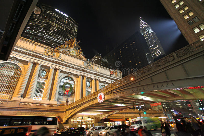 Stazione ferroviaria di Grand Central, edifici di Metlife e di Chrysler di notte, U.S.A. fotografia stock