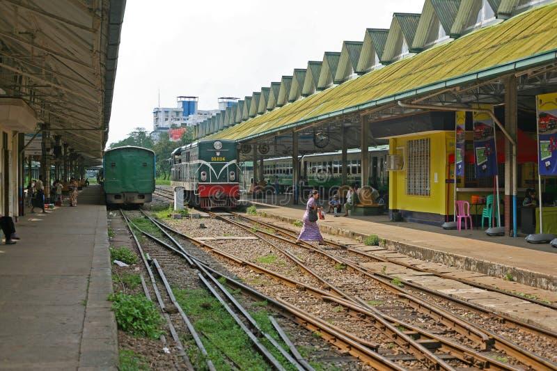 Stazione ferroviaria di Rangoon in Birmania fotografia stock libera da diritti