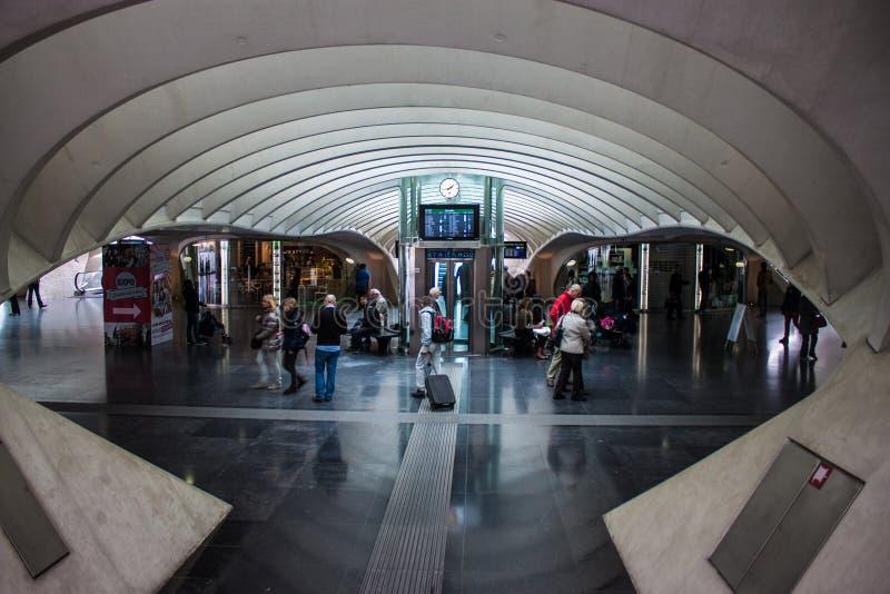 Stazione ferroviaria futuristica di Liegi-Guillemins fotografia stock libera da diritti