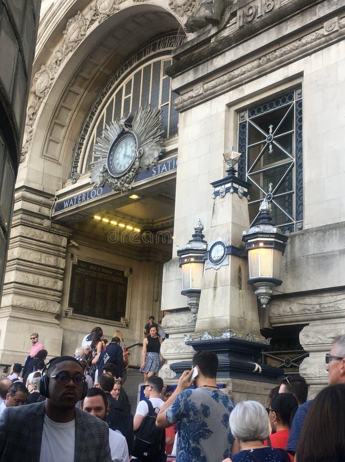 Stazione ferroviaria occupata - Londra Waterloo fotografia stock libera da diritti